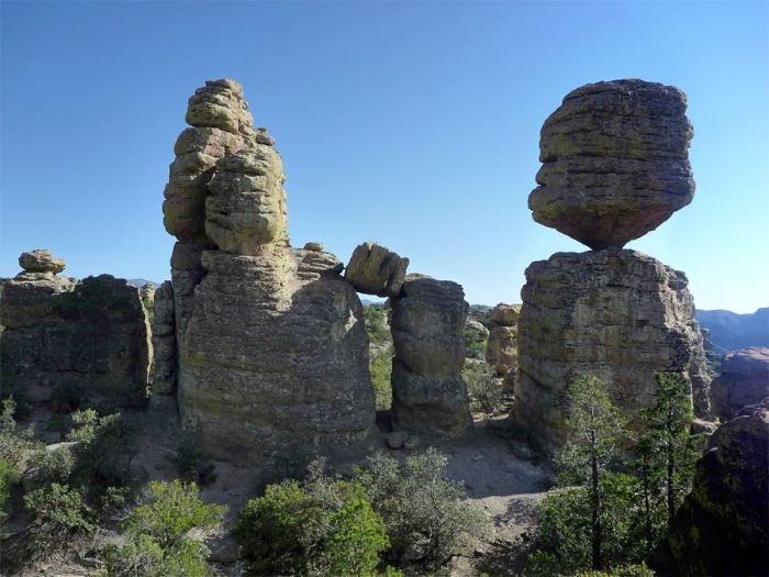 big-balanced-rock2