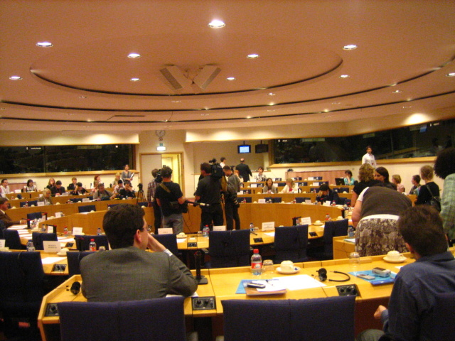 Committee_Room_of_the_European_Parliament_in_Brussels-640x480