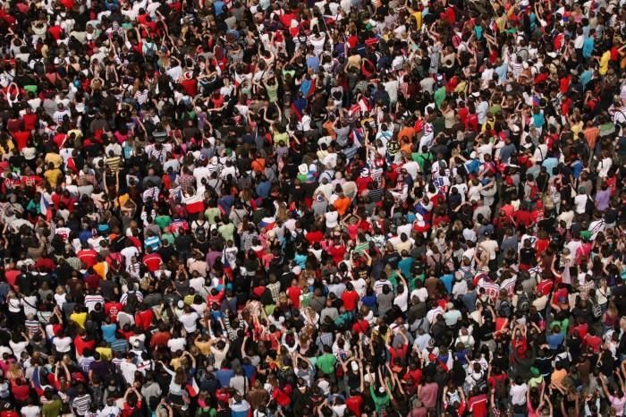 crowd-fans-e1451666039360