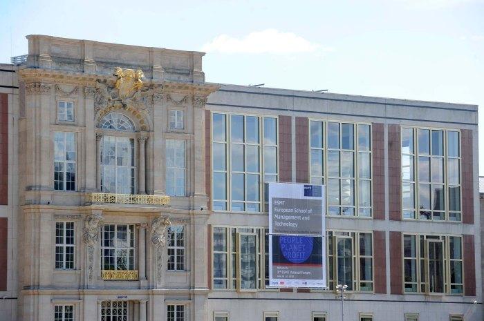 Университет в Берлине начинает принимать биткойны