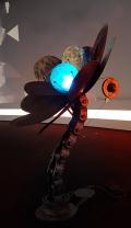 Растение-робот поглощает биткойны и нанимает помощников для размножения